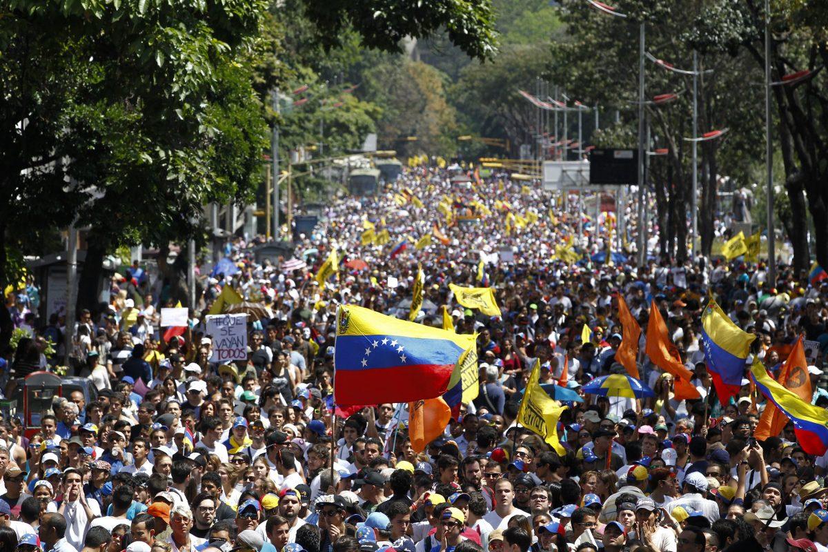 La grande marcia di Guaidò: l'esercito venezuelano come ago della bilancia