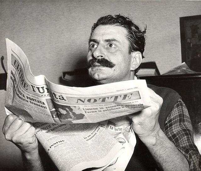 Guareschi legge la notte (Wikimedia Commons)