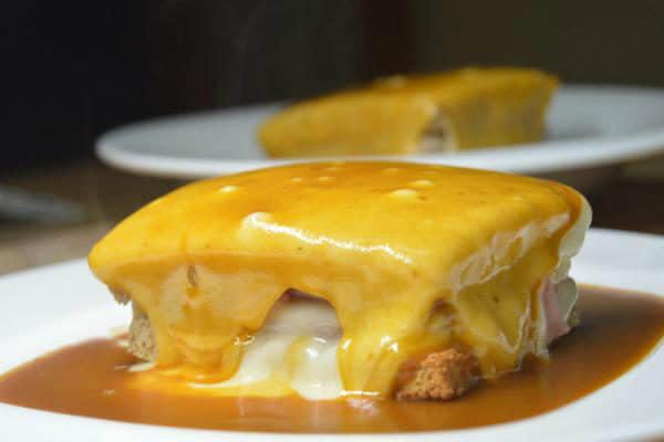7 things to do in Porto francesinha