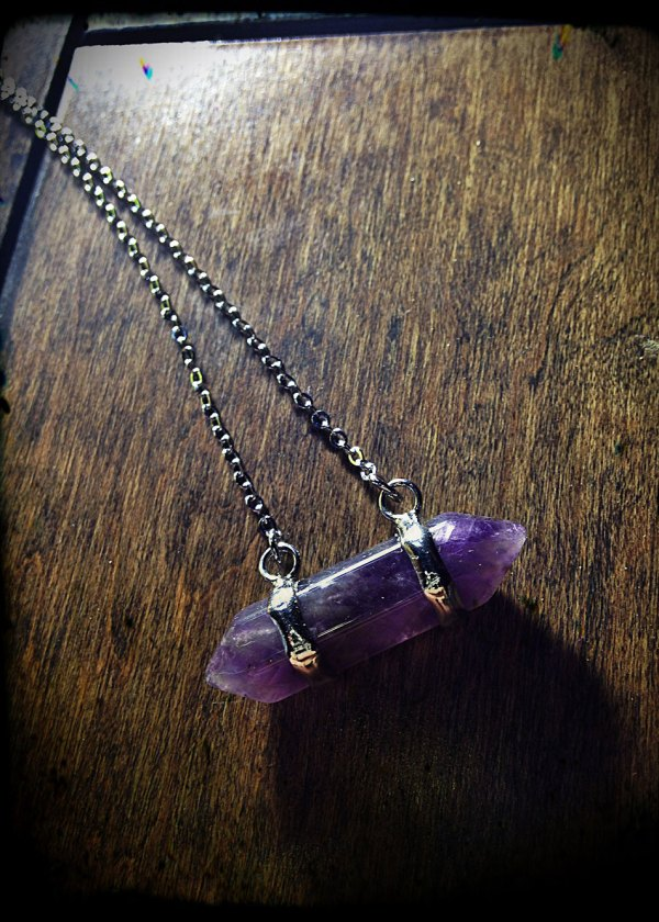 Captured Amethyst Amulet