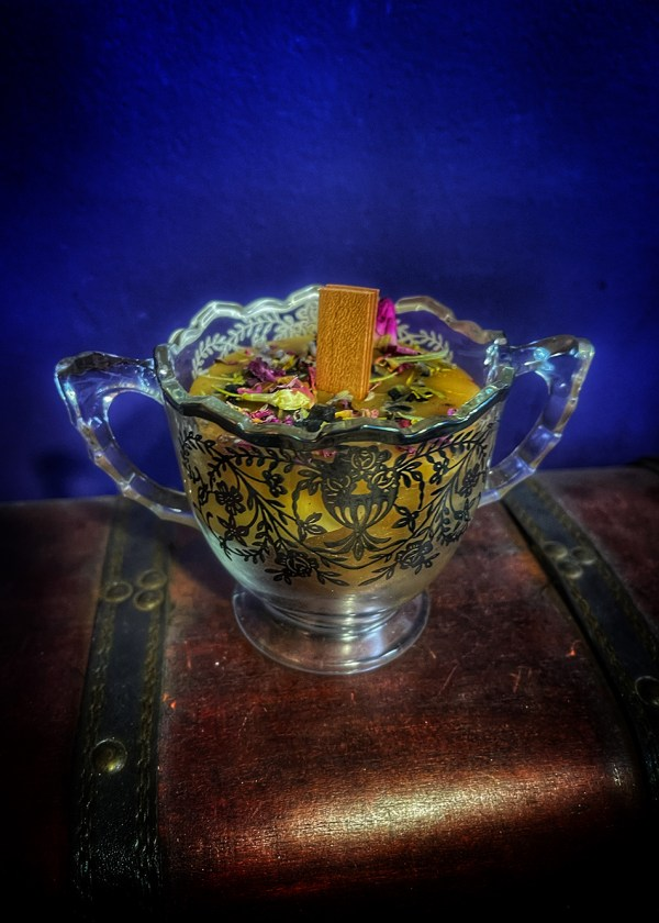 Vesna Golden Sugar Bowl of Plenty Candle