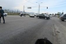 Polizisten regeln den chaotischen Verkehr