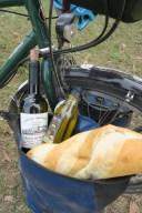 Die Flasche Rotwein bekommen wir vom Vaude Gründer zm Abschied