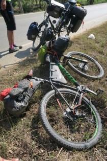 Annas Reiserad - wir treffen unterwegs eine Bikepackerin, die von Hongkong nach Griechenland fährt