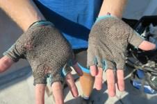Daniels Handschuhe geben schon den Geist auf