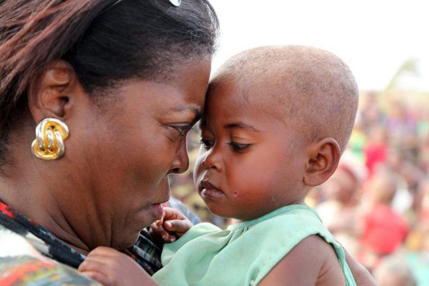 Executive Director Ertharin Cousin with malnourished baby Georgette in Amjampaly, southern Madagascar Photo: WFP/David Orr