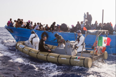 italian-navy-and-refugees
