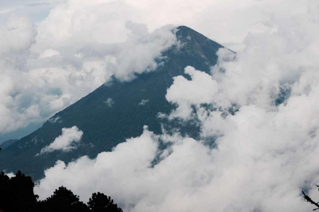 acatenango-vvolcano-erupting-guatemala