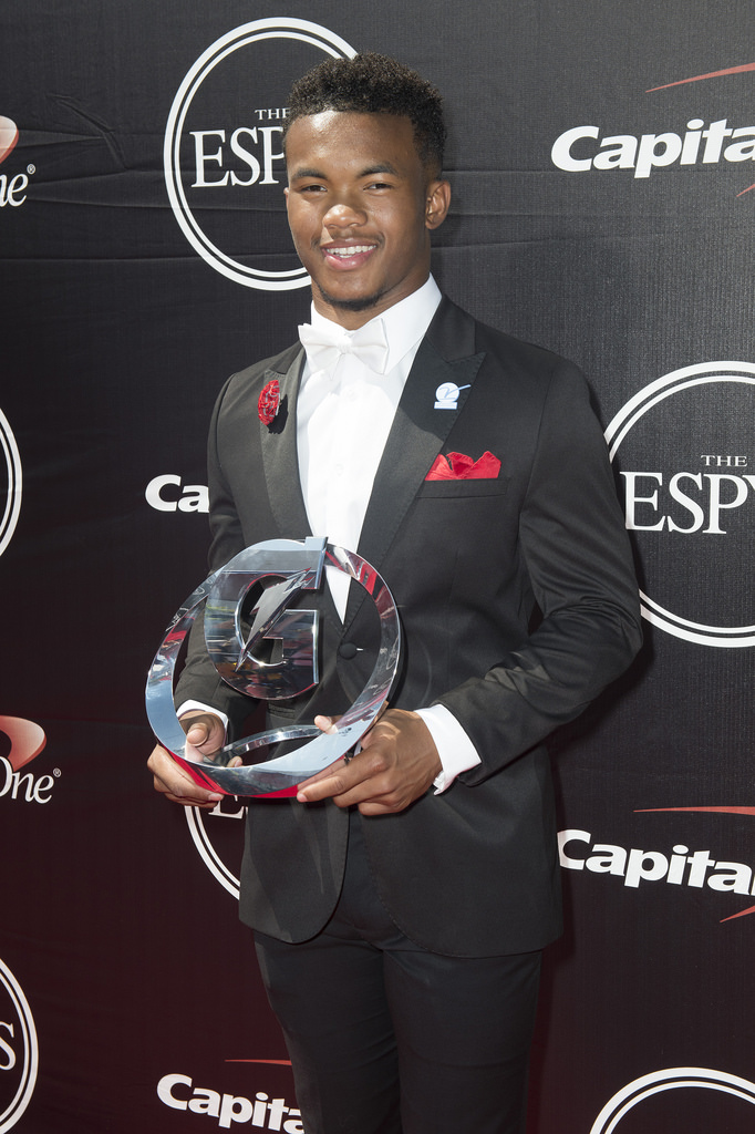 Kyler Murray presented with the Gatorade National Athlete of the Year award in 2015.