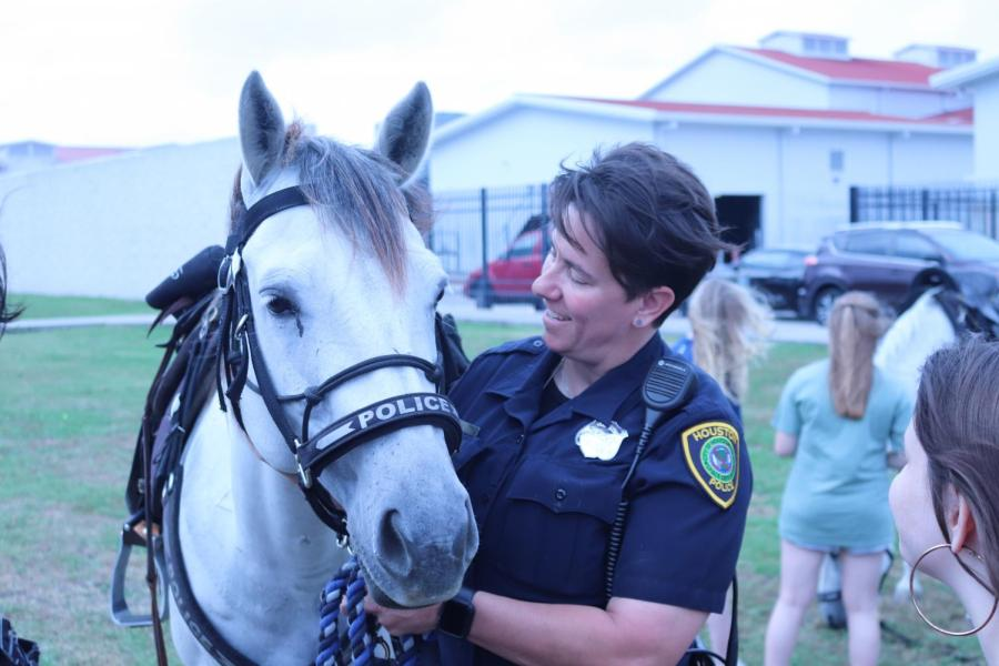 Another+female+officer+and+her+horse.