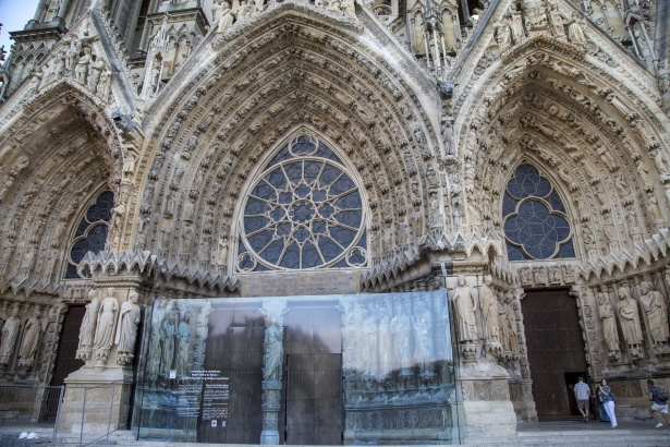 https://www.publicdomainpictures.net/en/view-image.php?image=263550&picture=cathedral-notre-dame-in-reims