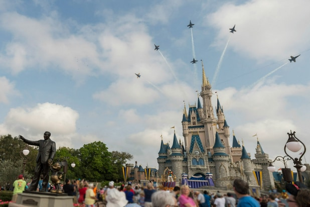 Disney World, Disneyland Resorts and Theme Parks to Close Amid ...