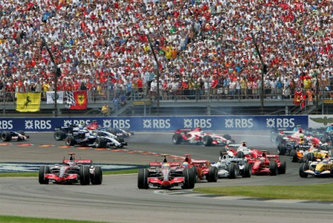 Cars at the start of the Silverstone race