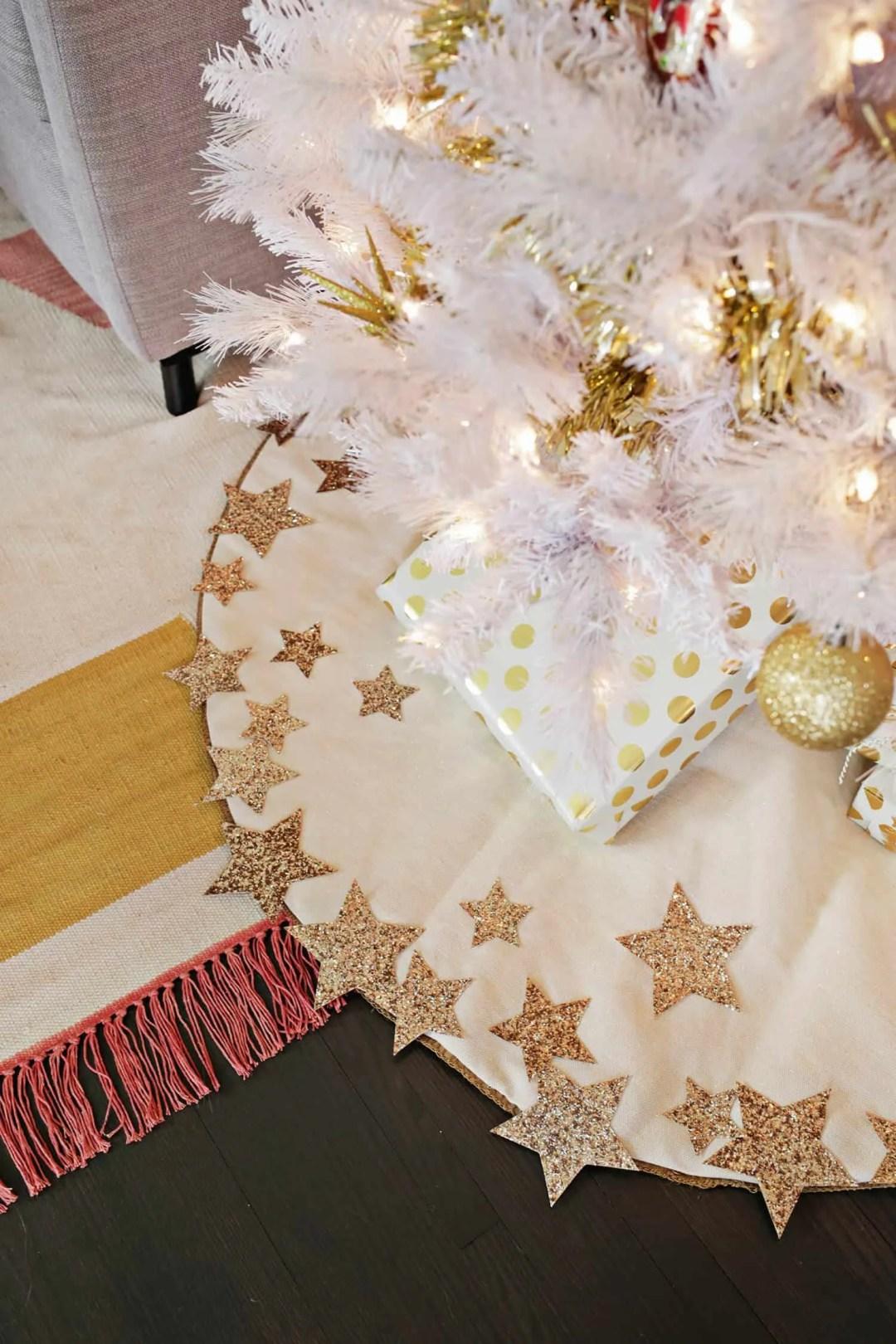 No sew DIY glitter star tree skirt