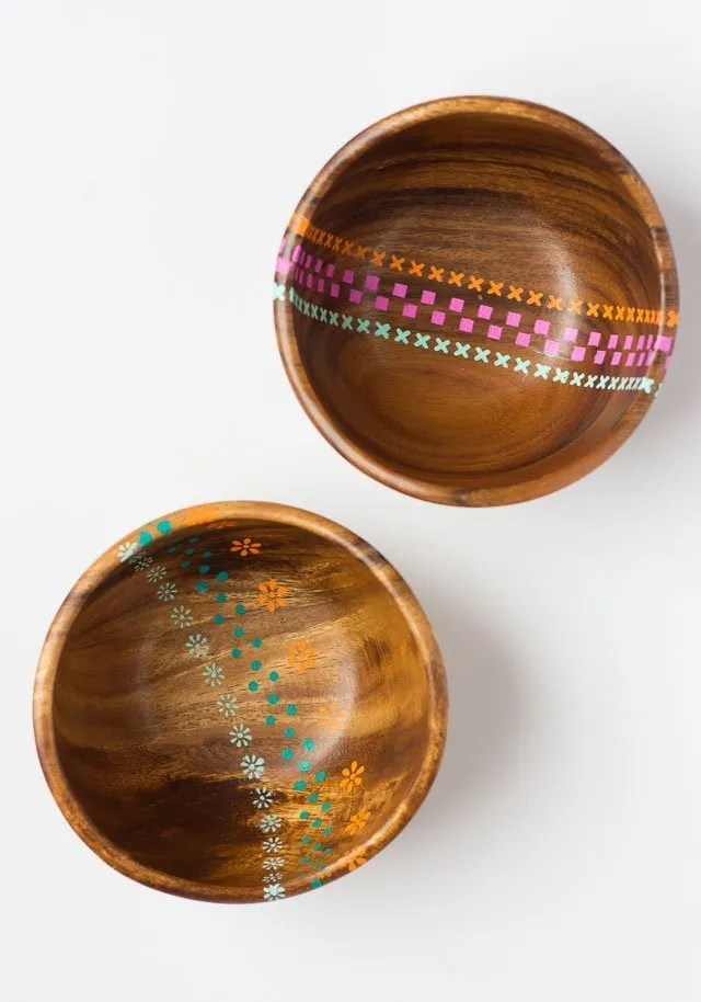 Painted wood bowls tutorial. Simple Christmas gift ideas