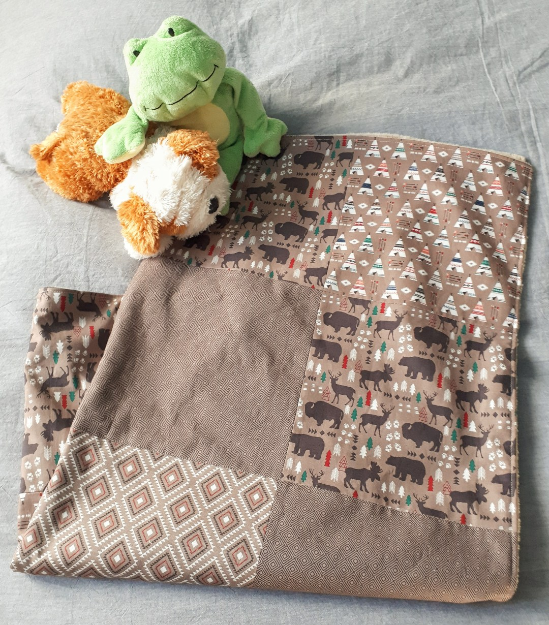 DIY Patchwork baby blanket using 4 fat quarters. A simple tutorial for a great baby shower gift!