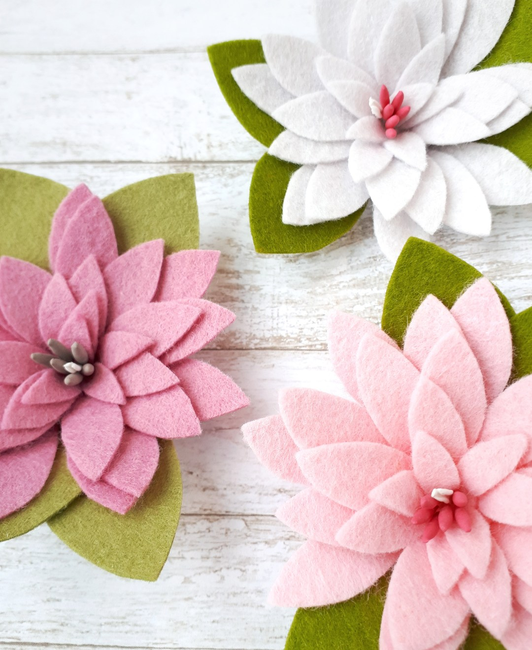 DIY felt flower hair clips tutorial with a free pattern download!