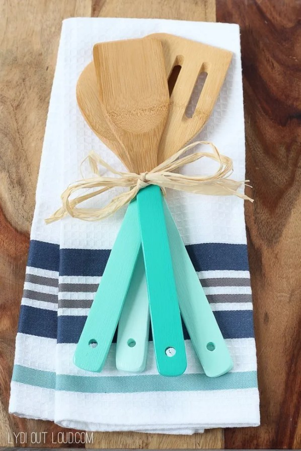 Cute handmade Christmas gift ideas on a budget. Ombre painted kitchen utensils.