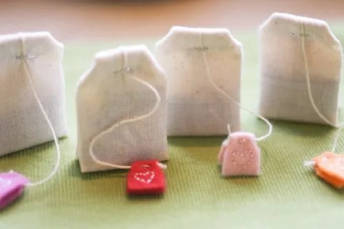 Make cute felt tea bags for pretend play