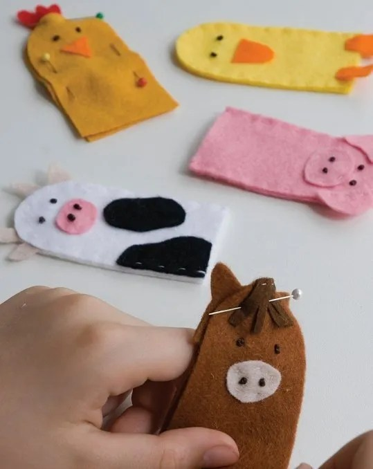 Fun felt finger puppets. Make these farm animal finger puppets using felt scraps
