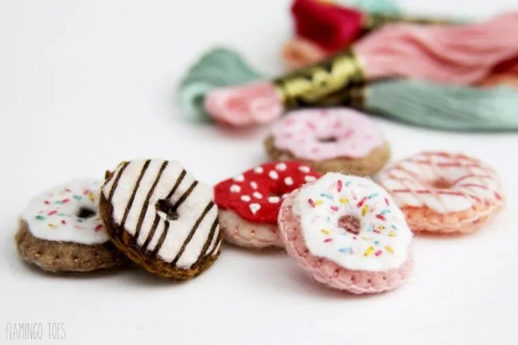 Tiny embroidered felt donuts. Use up your felt scraps with one of these 24 little projects