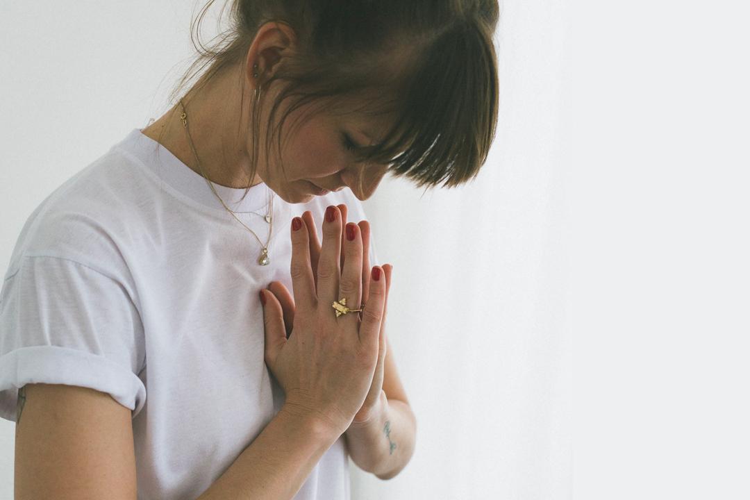 Meditationsguide für Anfänger 5 Schritten Anleitung Sitzposition Stille Atmung