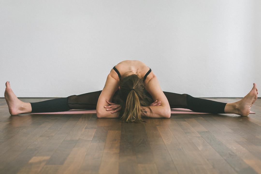 Yin Yoga – Serie –Teil 2 – Asana, Yogaübung, Position, Libelle – Vorbeuge