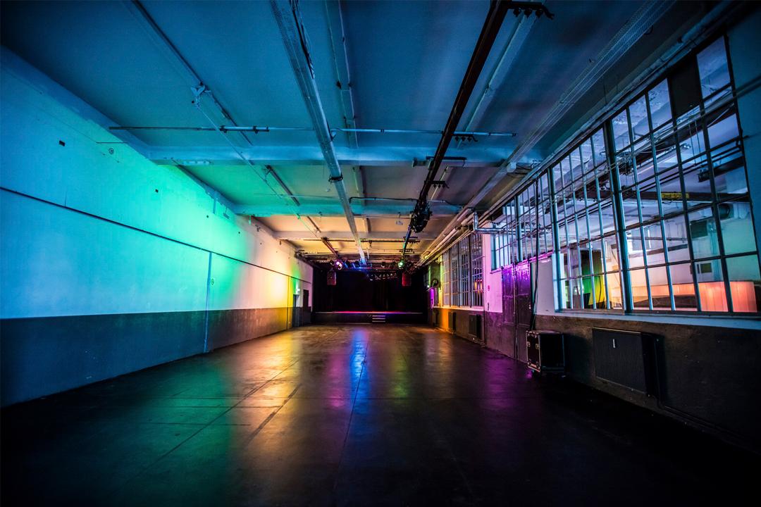Om the beat Clubyoga Yoga Kai Hill Berlin East Forest Live Sound Light Glashaus Arena Event lululemon athletica