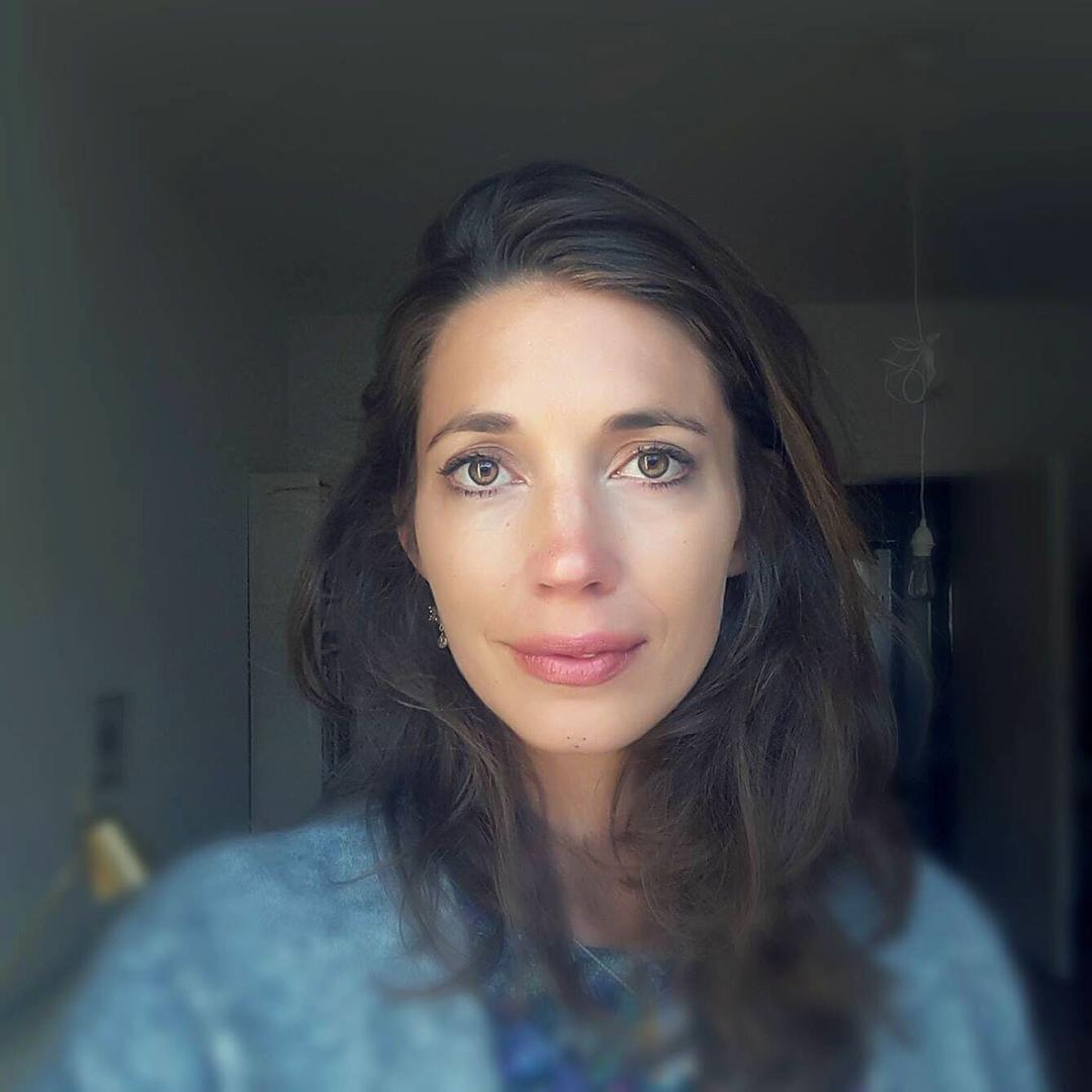 Julia Wunderlich rolling tiger Ayurveda Frausein Frauenarbeit Yoga Meditation Zyklus Weiblichkeit Menstruation Gebärmutter