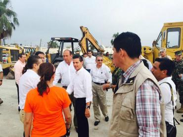 Peña Nieto recorre zona afectada por tornado en Ciudad Acuña :: El ... www.informador.com.mx