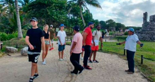 (PHOTO: entretenimiento.starmedia.com) Justin Bieber was asled to leave the Tulum archaelogical park by custodians.