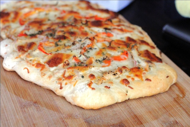 Grilled Chicken, Roasted Garlic & Herb White Sauce Pizza – The Yummy ...