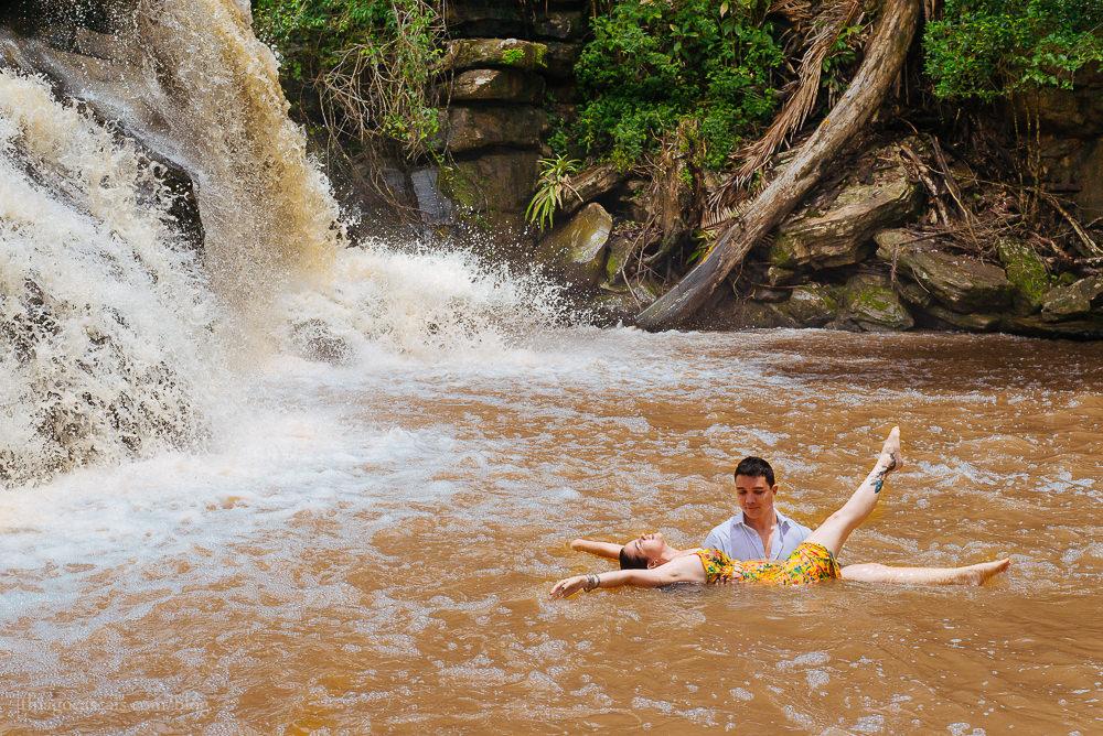 e-session-ensaio-de-casal-em-parque-das-cachoeiras-em-guaramiranga-18