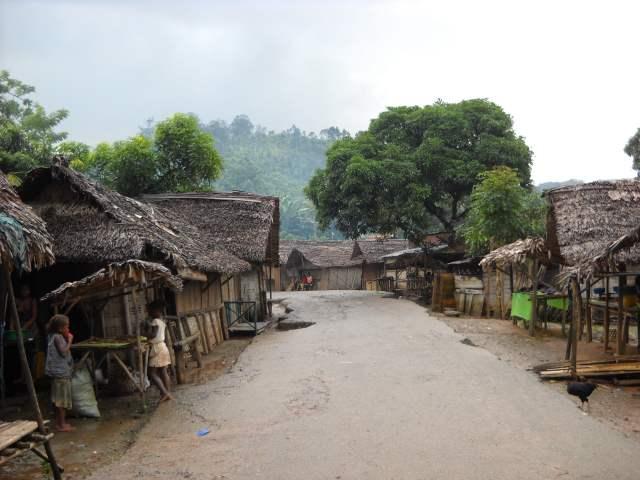 Le village d'Ambodiriana avec ses maisons en bois