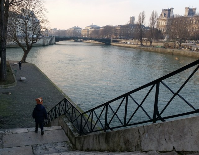 what to do with kids in Paris: stroll along the Seine river