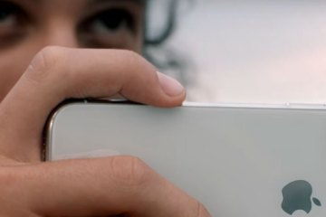 iphone-x-video-listening