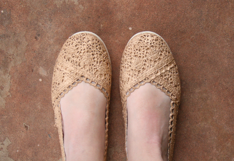 Gold Shoe Makeover | Learn how to transform some plain crochet flats into glitzy gold gilded show-stoppers using this step by step tutorial from the Shoe Makeover Queen herself, Allison of Dream a Little Bigger. #liquidgilding