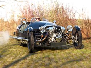 """V8Hotel - Automobile Arrangements - Ein Tag einen Morgan Threewheeler - Arrangement """"Freuen auf Morgan"""". - V8 HOTEL - Motorworld Region Stuttgart auf dem Flugfeld Boeblingen."""