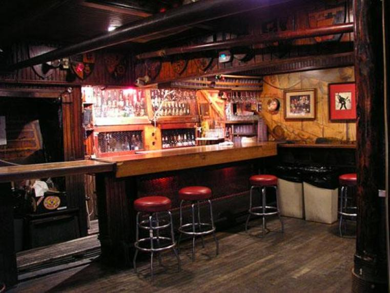 Rainbow-Bar-Grill-seats