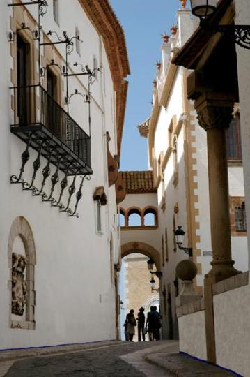 A GPS mission can take you into the narrow streets of Sitges.