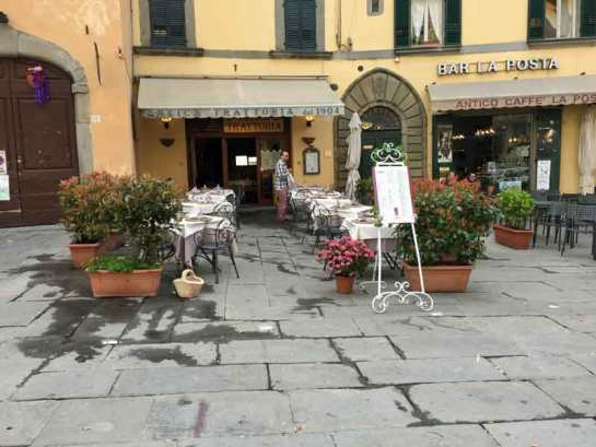 One of the many cafés in Cortona.