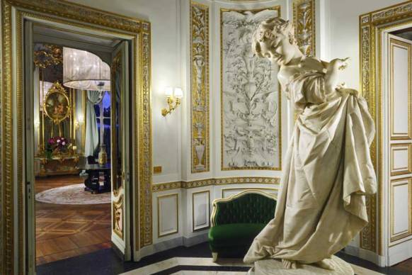 Part of the lobby at Villa Cora in Florence.