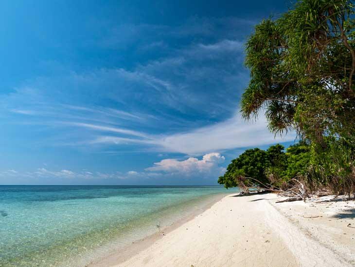 Beach at Lankayan Island, Malaysia.