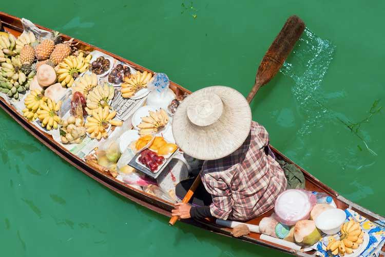 Damnoen Sudak floating market in Bangkok.