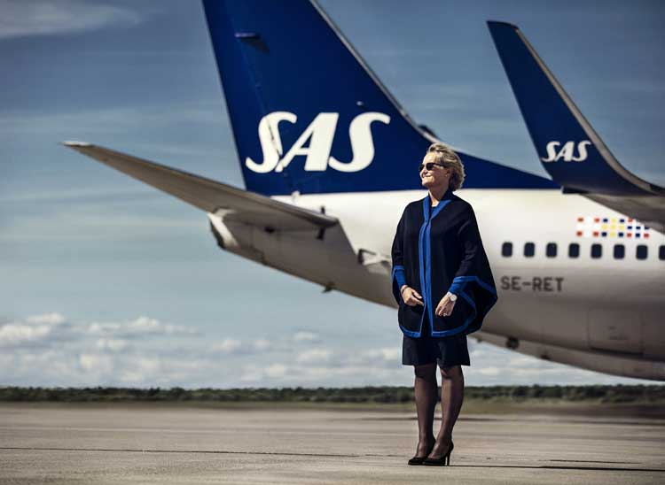 SAS Flight Attendant showcasing their new uniform.