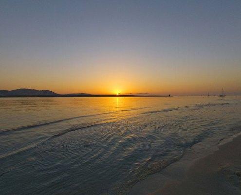 alba dalla spiaggia della Pelosa a Stintino
