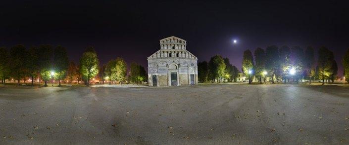 Vista notturna del prospetto principale di San Paolo a Ripa d'Arno