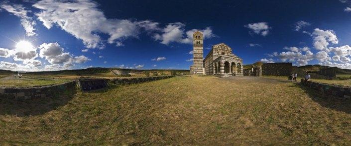 Vista esterna della Santissima Trinità di Saccargia a Codrongionos