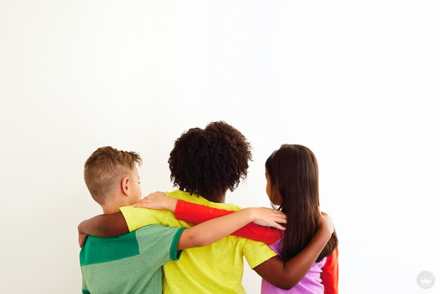 Back-to-school picture ideas: three kids with arms around each others' shoulders