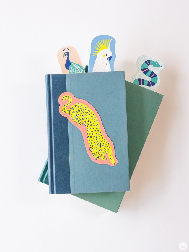 DIY animal bookmarks: bookmarks in two stacked books